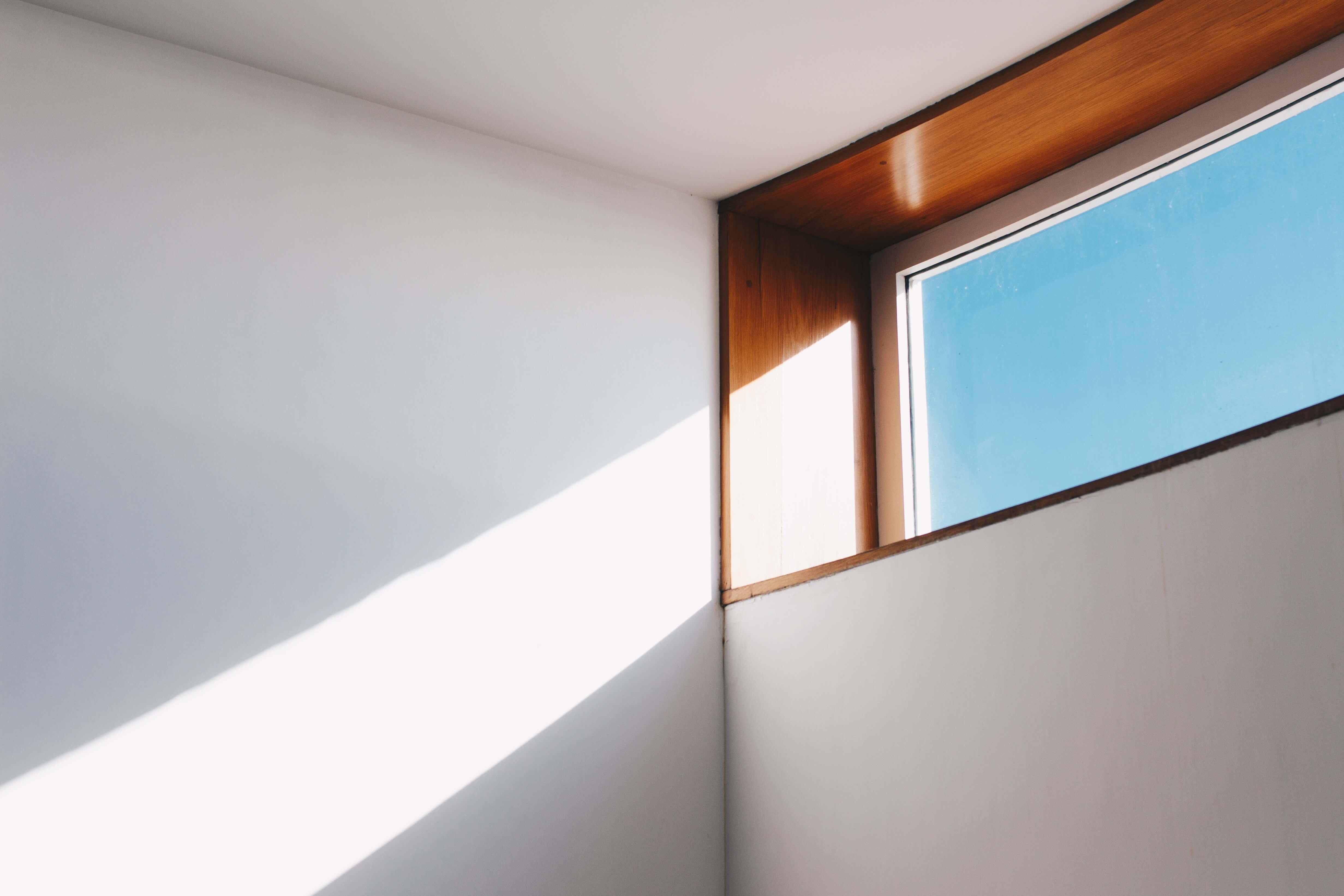 高い位置に窓を作る