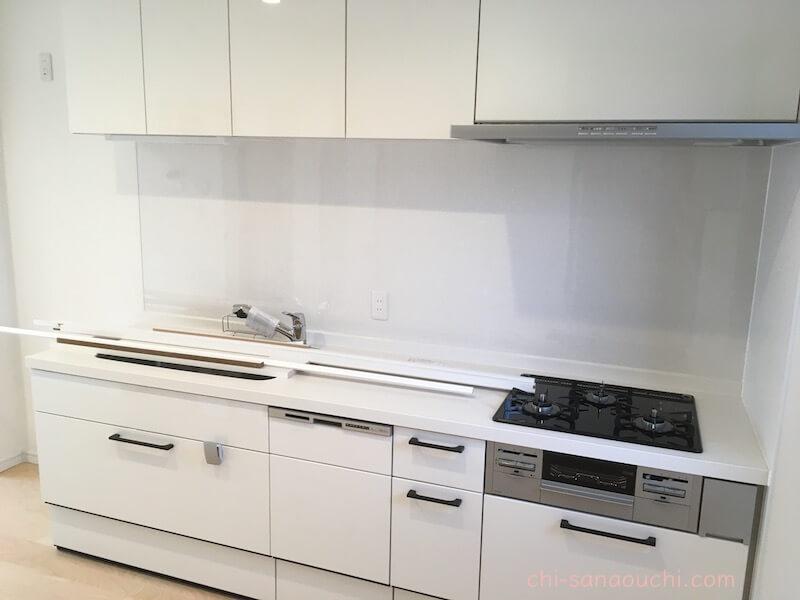 狭小住宅にリクシルのⅠ型キッチン
